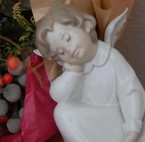 館内に飾られるのは全てスペイン・リヤドロ社の天使の置物