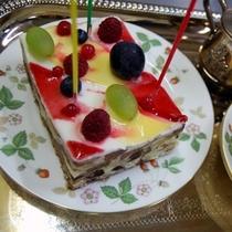 バレンタインやホワイトデー、生クリームNGのゲストにも好評!特別記念ケーキ(別注では¥2500)