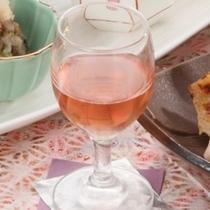 食前酒としてご提供する「ブルーベリー酒」。ブルーベリーは地元『本寺地区』の名産です。