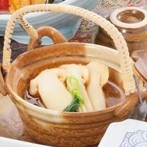 【特選コース】季節の一品も♪ 秋なら「松茸の土瓶蒸し」
