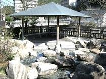 河川公園の足湯