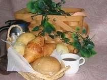 パンの香りで目覚める高原の朝…天然素材の焼立てパンをお部屋でどうぞ♪