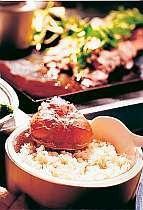 冬の名物、日本海の蟹を贅沢に使用した炊き込みご飯