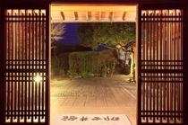 那古井の夜(玄関)