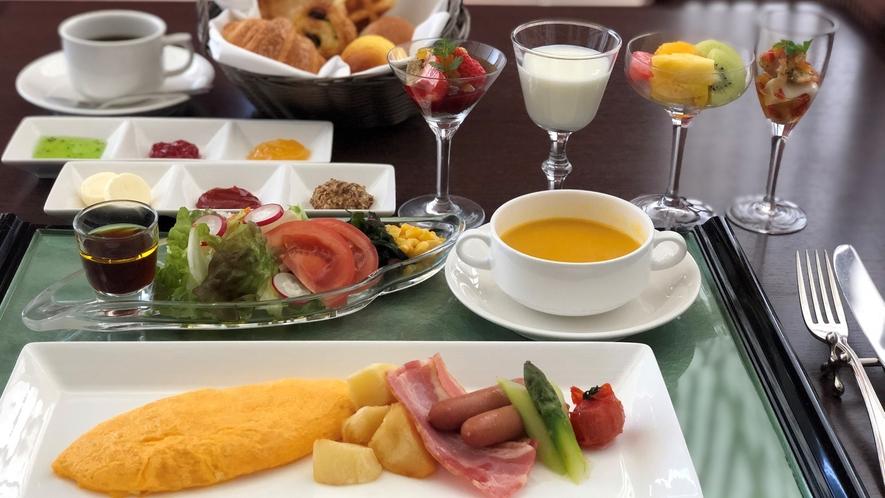 スイートルームのお部屋朝食(洋食)