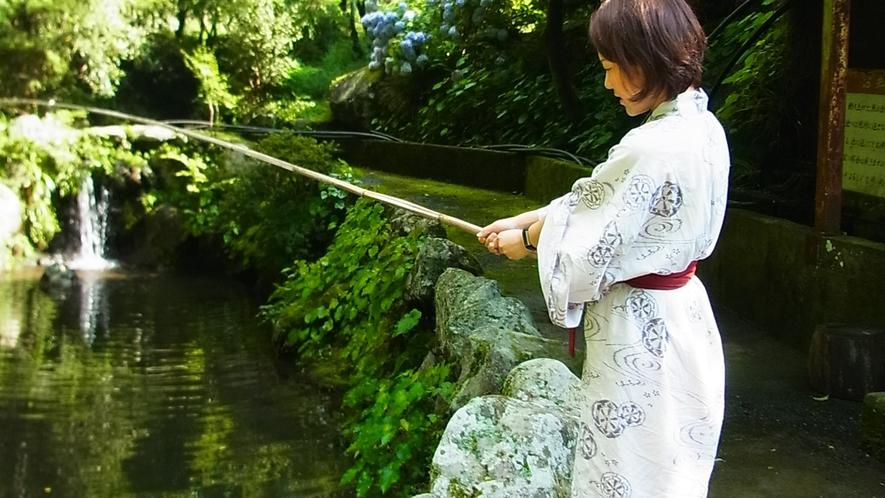 *【釣り堀体験】敷地内には自然豊かな釣り堀がございます!