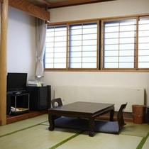 *【部屋/和室8畳】純和風の空間からは、四季折々の自然を望むことができます。