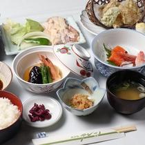 *【夕食全体例】その時期の旬の食材を大切にした料理の数々をご堪能ください。