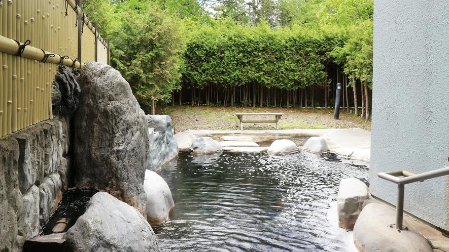 *【温泉】ゆっくり足を伸ばして、仕事や旅の疲れを取ってください。