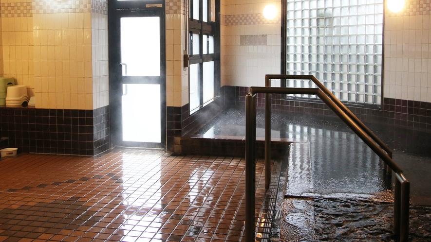*【温泉】アルカリ性のモール温泉で、茶褐色のお湯はお肌ツルツルの美肌の湯。