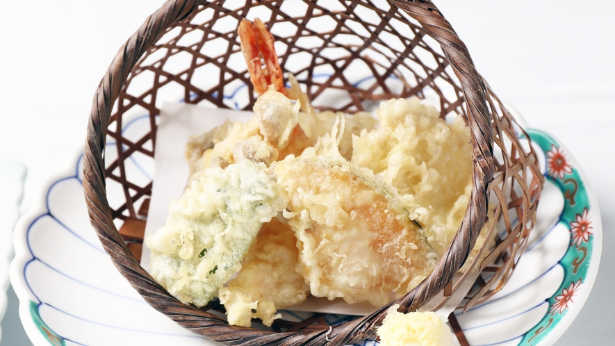 *【夕食一例】サクッと揚がった天ぷら。