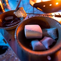 【流氷フェス】マシュマロを焚火でこんがりと。トロっと溶けたマシュマロは絶品☆