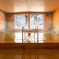 【大浴場】温度の異なる2種類の浴槽をご用意☆1つの温泉で2度お楽しみいただけます♪