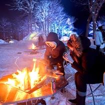 【流氷フェス】焚火を2人で囲う、都会では味わえない非日常体験。
