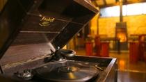 蓄音機の現物を見たことのある方も、そうでない方も、歴史の一端をご覧いただけます。