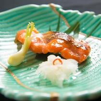 【お料理】「ヤシオマス西京焼き」の脂旨みを感じる一品。ぜひ白ご飯とお召し上がりください。