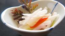 【お料理】季節のお野菜をあっさりと。旬の新鮮素材だけが出せる、野菜の素材の甘みをお楽しみください。