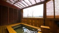 【女性露天風呂】朝の澄んだ空気を味わいつつ、「美人の湯」でのんびり。心も体も美しくなれるお風呂です。