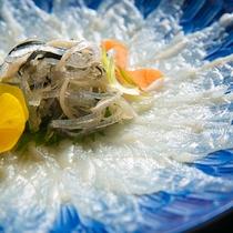 【河豚づくし】馬頭温泉で育った美食材「温泉とらふぐ」。ここだけの食材を、目にも美味しい薄造りで。