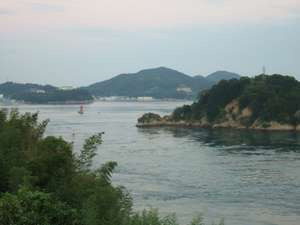 船折瀬戸。幅300mの狭い水道。潮の流れが川のよう!