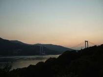 船折瀬戸から眺める夕暮れ時の「伯方・大島大橋」