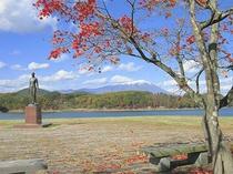 秋の御所湖と岩手山