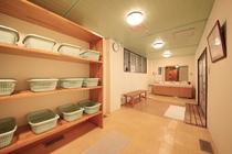 男性大浴場 更衣室