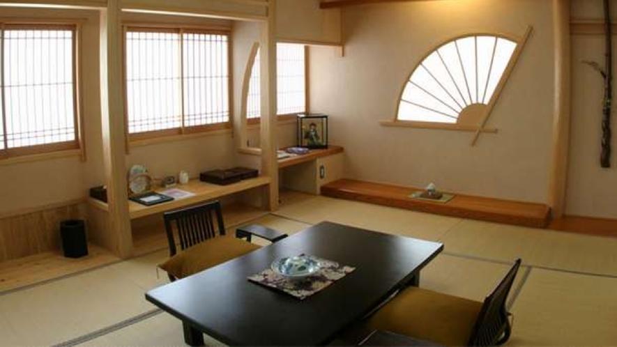 明るく檜の香りがやさしい総檜風呂つきの本館和室となります。