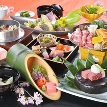 山と海の味覚をいろどり豊かな料理でお愉しみいただけます。※季節により料理内容が変更になります。