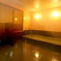 *【大浴場(男湯)】とろみのあるお湯でお肌すべすべ!嵐山温泉の良湯をお愉しみ下さい。