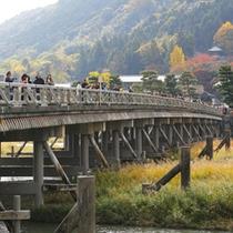 *渡月橋は当館すぐ!四季を彩る嵐山の景色をお楽しみ下さい。