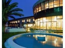 ホテルの夕景