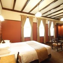 【客室/デラックスダブル】あたたかみのある木製のインテリアに囲まれたお部屋