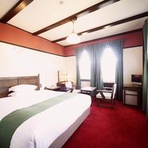 【客室/スタンダードダブル】緑と赤で統一されたクラシカルなデザイン