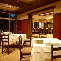【日本料理「燿亭」】四季の彩りや自然の恵みを味わえる空間です。