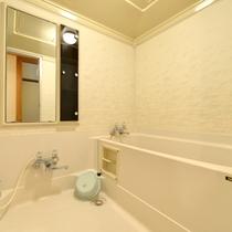 *和室10畳(客室一例)/客室にもバス&トイレを完備。