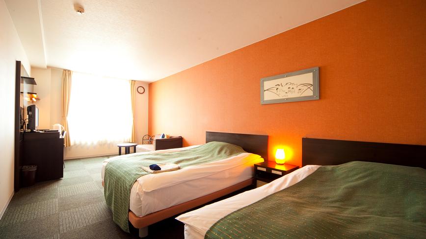 【ツイン】客室(25.3m2)。ゆったりサイズのベッドを2台設置(一例)
