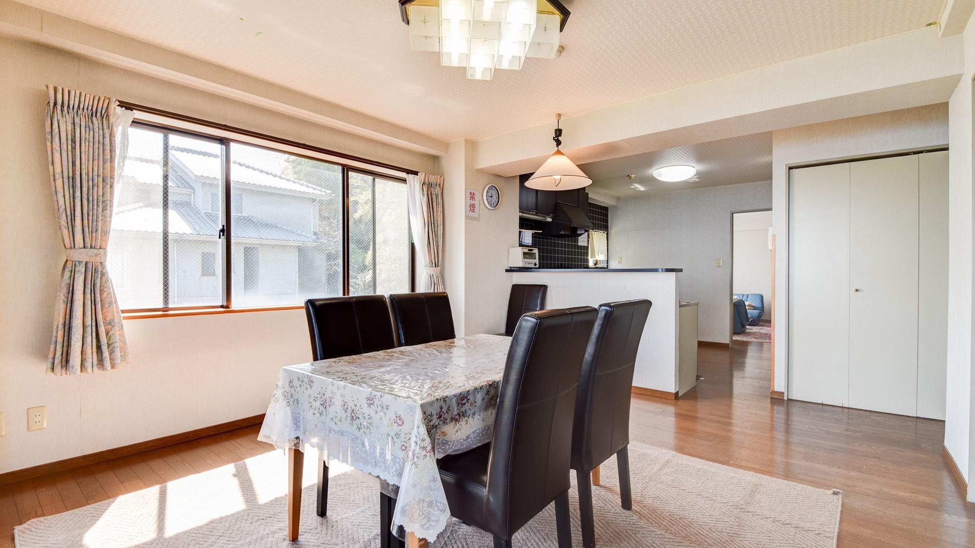 *客室一例/本館客室2LDK 明るくて広々としたリビング。