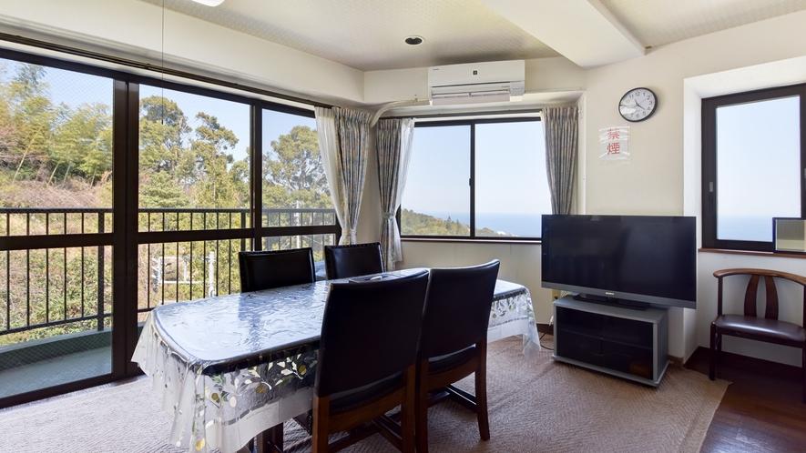 *客室一例/本館客室3LDK お部屋からは海と山を一望できます。