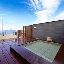 当館最上階に位置する展望露天風呂「浮雲‐うきぐも‐」雄大な上州連山を一望!当館の名所です。