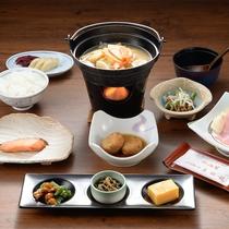 起き抜けの体に染み入る、和朝食をご用意いたします。※写真は一例です。季節により旬の食材を用いた料理を