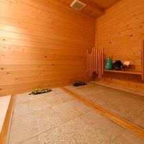 岩盤浴「ほの香」では、デトックス効果で話題の低温岩盤浴をお楽しみ頂けます。