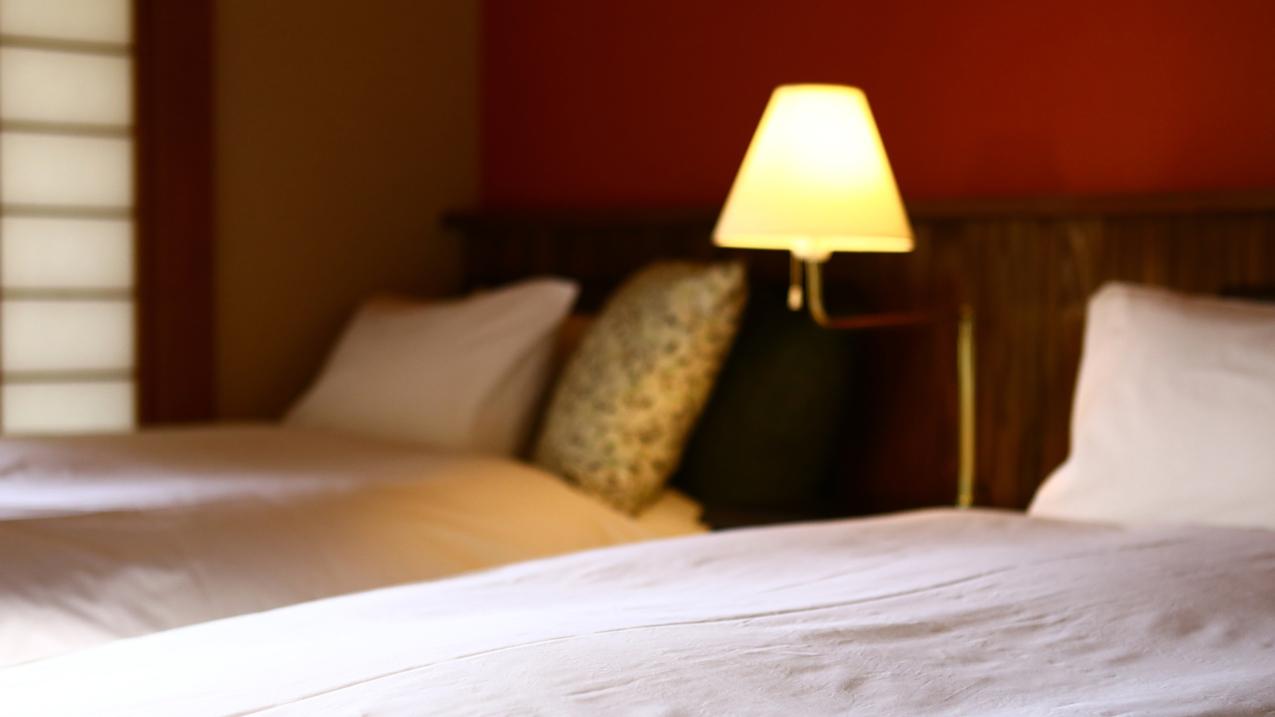 【和風ベッドルーム】スタンドライトは就寝時に便利