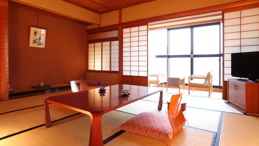 【和室12.5畳】窓からの北信五岳がきれいです