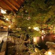 ◇幻想的にライトアップされた【庭園露天風呂】