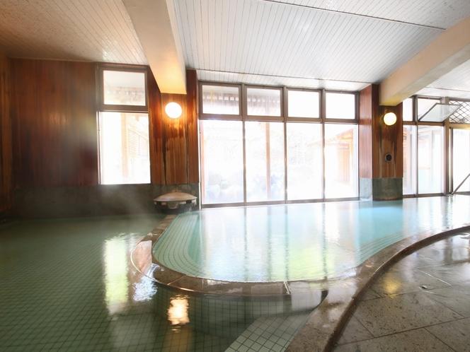 東雲風呂】二層式の浴室 あつ湯とぬる湯、交互に入ればのぼせ知らず