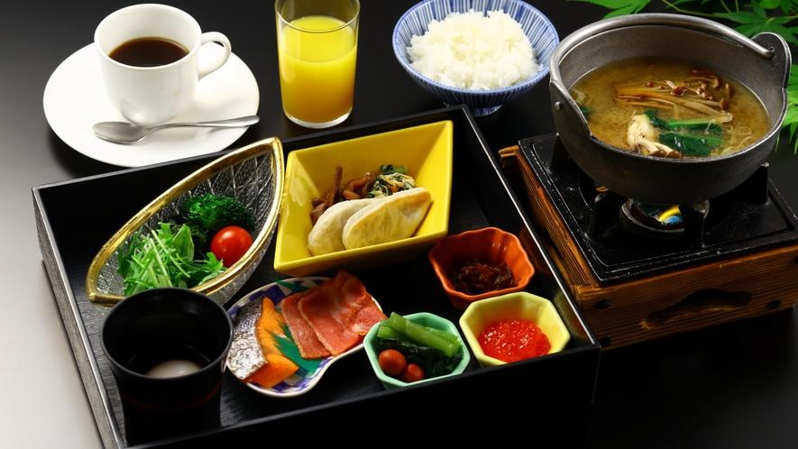 【朝食】地元食材がたっぷりの、和定食をお召し上がりください。