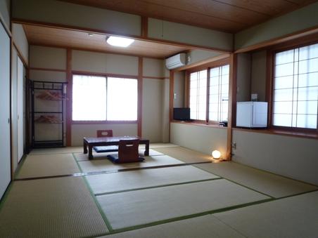 ◇18畳の和室、8名様までご宿泊可能( トイレ・洗面所付)