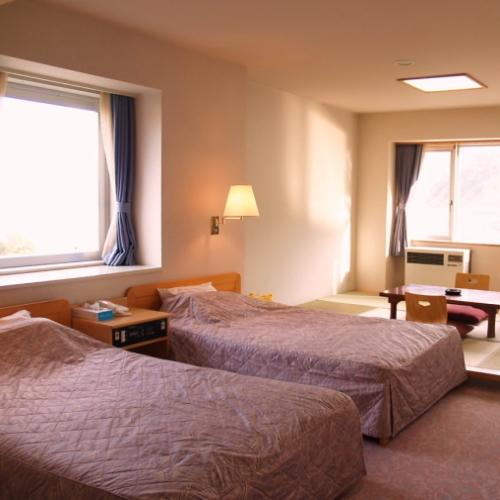 和洋室■ツインベッド・和室6畳間