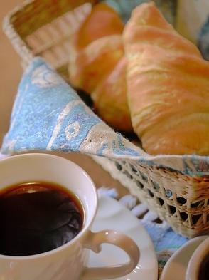 [定番]とにかく手間暇かけたオリジナルフルコースの夕食と焼き立ての手作りパンの朝食